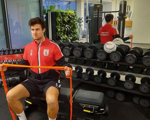 Bundesligasportler starten Schulterpräventionstraining